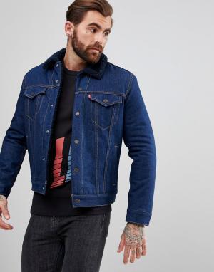 Levis Джинсовая куртка цвета индиго с черным воротником из искусственного ме. Цвет: синий