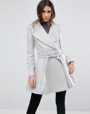 ASOS Приталенное пальто с большим воротником и поясом. Цвет: серый