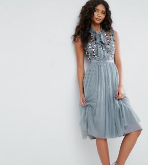 Needle & Thread Платье с цветочным принтом на топе и завязка шее. Цвет: зеленый