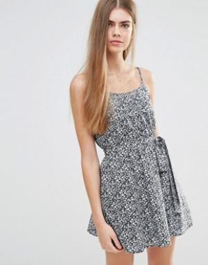 Jack Wills Платье с цветочным принтом и поясом. Цвет: темно-синий