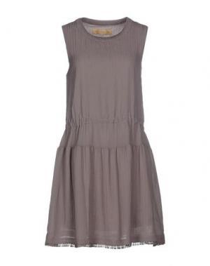 Короткое платье BONSUI. Цвет: свинцово-серый