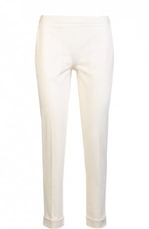 Зауженные брюки с отворотами и боковыми карманами The Row. Цвет: кремовый
