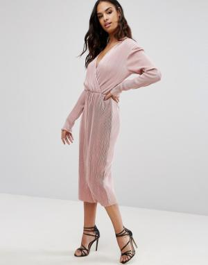 Club L Плиссированное платье миди с длинными рукавами и запахом. Цвет: розовый