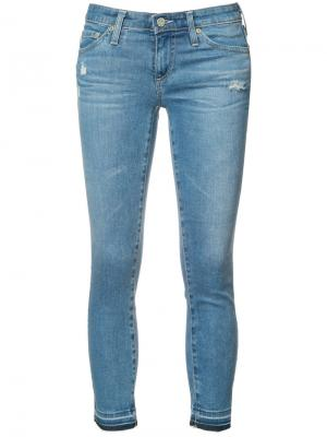 Укороченные джинсы кроя скинни Ag Jeans. Цвет: синий