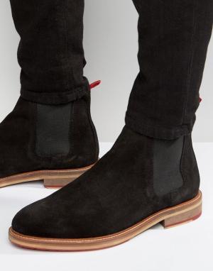 ASOS Черные замшевые ботинки челси с красными петельками сзади. Цвет: черный