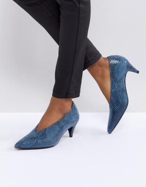 Gestuz Туфли с эффектом змеиной кожи. Цвет: синий