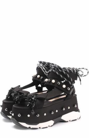 Сандалии с декоративной отделкой на платформе No. 21. Цвет: черный