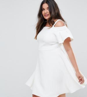 Closet Plus Короткое приталенное платье с открытыми плечами London. Цвет: белый