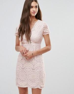 Darling Кружевное цельнокройное платье с короткими рукавами. Цвет: бежевый