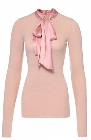 Облегающий пуловер с шелковым воротником аскот Alice + Olivia. Цвет: светло-розовый