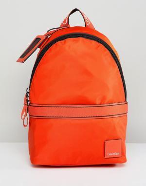 Calvin Klein Рюкзак. Цвет: оранжевый