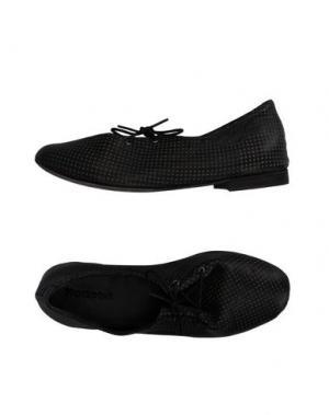 Низкие кеды и кроссовки KUDETÀ. Цвет: черный