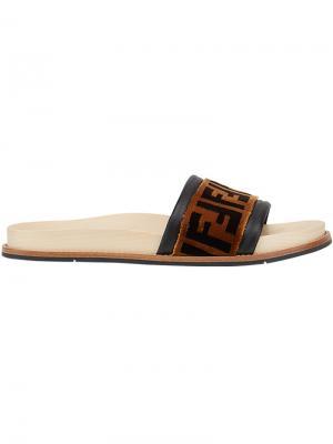 Шлепанцы с логотипом Fendi. Цвет: коричневый