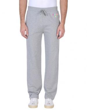 Пляжные брюки и шорты MOSCHINO. Цвет: светло-серый
