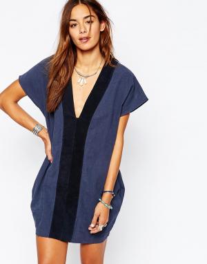 One Teaspoon Темно-синее платье с замшевыми вставками Bangalow. Цвет: темно-синий