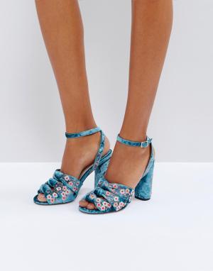 Faith Босоножки на каблуке с вышивкой Daphne. Цвет: синий