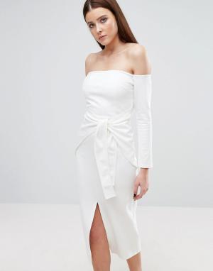 Lavish Alice Платье миди с открытыми плечами и поясом. Цвет: белый
