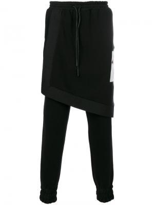 Спортивные брюки с накладной панелью D.Gnak. Цвет: чёрный