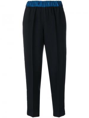 Укороченные плиссированные брюки с контрастным поясом Forte. Цвет: синий