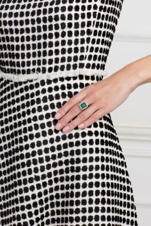 Серебряное кольцо с зеленым агатом и бесцветными топазами «Граф Орлов» Axenoff Jewellery. Цвет: зеленый