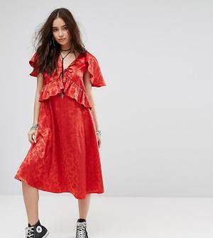 Reclaimed Vintage Платье миди с кейпом Inspired. Цвет: красный