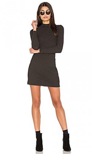 Полосатое мини платье в рубчик с ложным воротником Bella Luxx. Цвет: черный