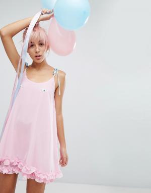 Lazy Oaf Платье с завязками и вышитыми сердечками. Цвет: розовый