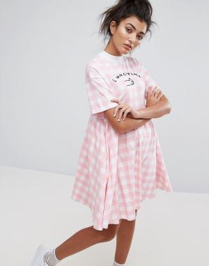 Lazy Oaf Платье с узором Lunch Time. Цвет: розовый