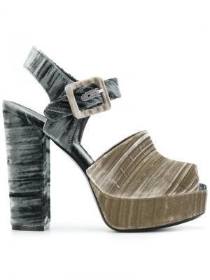 Босоножки с ремешком и открытым носком Deimille. Цвет: телесный