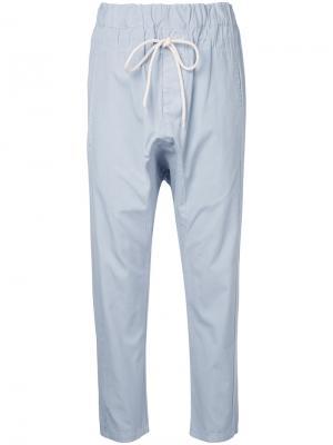 Свободные брюки с заниженным шаговым швом Bassike. Цвет: синий