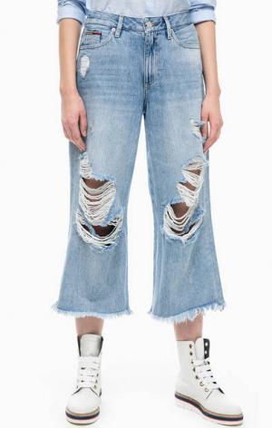 Рваные джинсы кюлоты на молнии Tommy Jeans. Цвет: синий