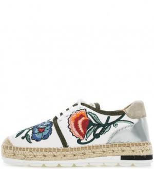 Белые кожаные полуботинки с вышивкой Kanna. Цвет: цветочный принт