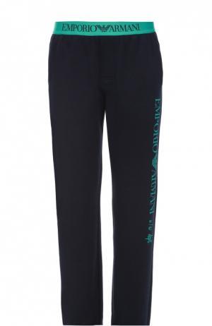 Хлопковые брюки прямого кроя с контрастной надписью Emporio Armani. Цвет: темно-синий