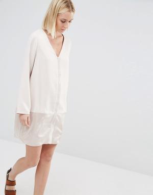 Paisie Цельнокройное платье с атласной вставкой. Цвет: бежевый