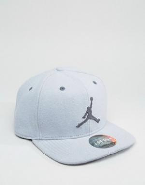Jordan Серая бейсболка Nike 12 811461-012. Цвет: серый