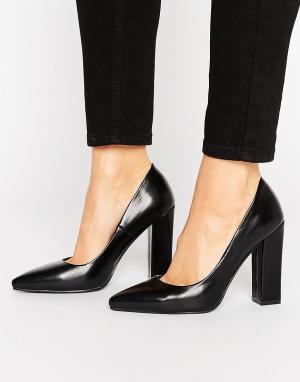Raid Черные туфли на блочном каблуке с острым носком. Цвет: черный