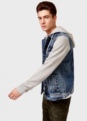 Джинсовая куртка с трикотажными рукавами и капюшоном OSTIN. Цвет: пыльно-голубой