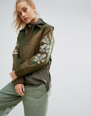 Maharishi Куртка из переработанного материала с вышивкой на рукавах. Цвет: зеленый