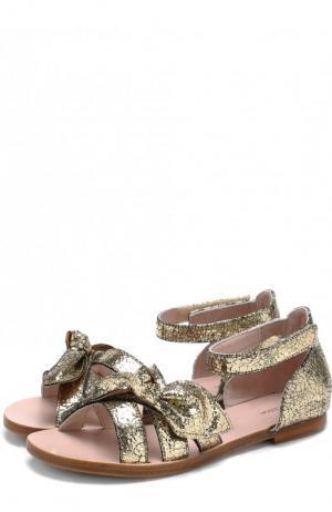 Кожаные сандалии с металлизированной отделкой и застежками велькро на щиколотке Chloé. Цвет: золотой