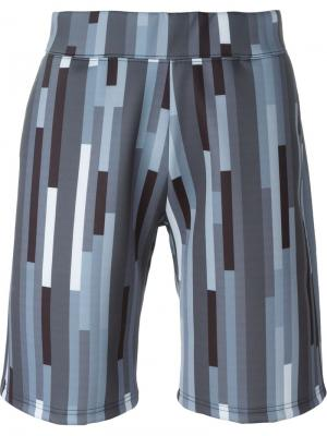 Спортивные шорты с геометрическим принтом Christopher Kane. Цвет: серый