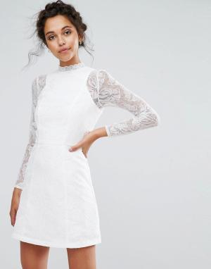 Chi London Кружевное трапециевидное платье мини с длинными рукавами Londo. Цвет: белый