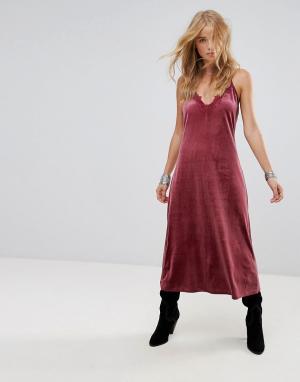 WYLDR Бархатное платье миди с кружевной вставкой Moon Night. Цвет: розовый