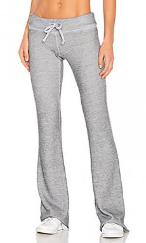 Расклешенные спортивные брюки fitted Wildfox Couture. Цвет: серый