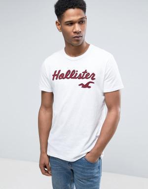 Hollister Узкая белая футболка с большим логотипом. Цвет: белый