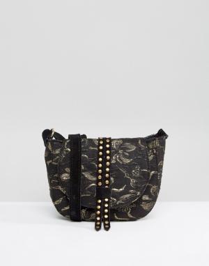 Park Lane Жаккардовая миниатюрная сумка-седло с заклепками и замшевым ремешком P. Цвет: черный