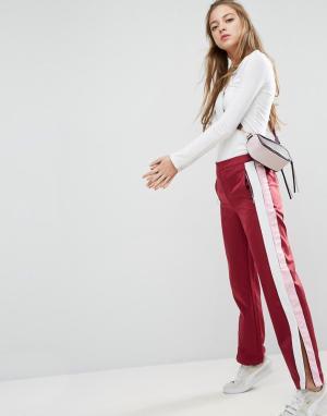 ASOS Прямые спортивные брюки с полосками по бокам. Цвет: красный