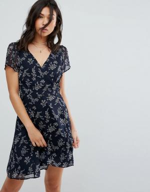 Abercrombie & Fitch Чайное платье с запахом и разрезом. Цвет: темно-синий
