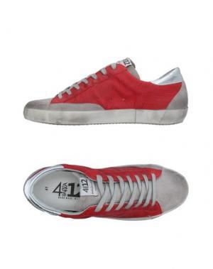 Низкие кеды и кроссовки QUATTROBARRADODICI. Цвет: красный