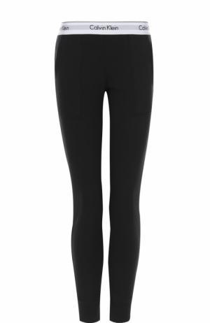 Хлопковые брюки с карманами и логотипом бренда Calvin Klein Underwear. Цвет: черный