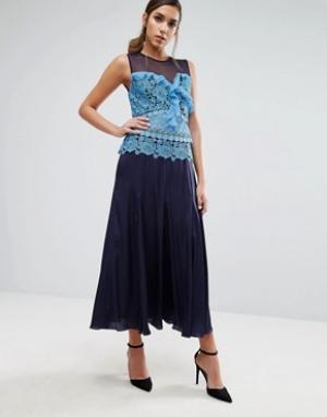 Three Floor Плиссированное платье миди с кружевной вставкой контрастного цвета Thr. Цвет: синий